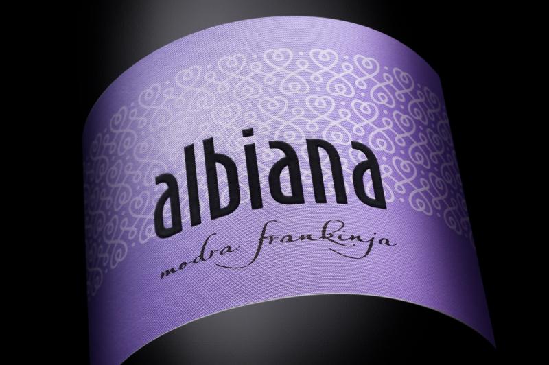 Etiketa za vino Albiana - modra frankinja. Naročnik: Žaren d.o.o.